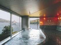 海側に面した展望風呂です。船の出入りが見えます。