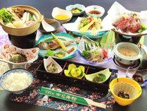 自慢の郷土料理『きりたんぽ鍋』をメインに、地元で採れた素材の数々を活かした郷土料理
