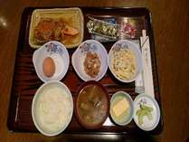 【朝食・和食】日替わりメニュー和食・生さけの甘酢あんかけ
