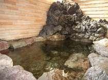 20度弱の冷泉を温めた天然温泉です。体がほぐれる、肌に優しいとお客様に好評です。