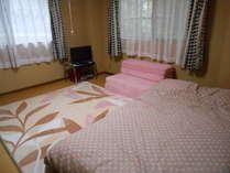 セミダブルベッドを用意しました
