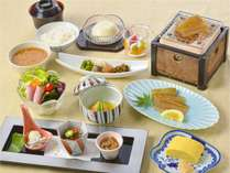 朝食(紀伊水道で獲れた太刀魚みりん干し など)