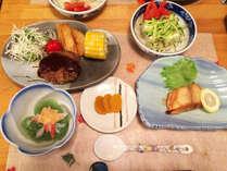 お食事には自家栽培で採れた季節のお野菜を使用!