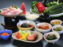 夕食◆自家製野菜と自家製米をふんだんに使ったご飯をお楽しみください。