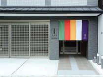 ・外観京都西陣、歴史ある朱雀通りの一角に朱雀館はございます。