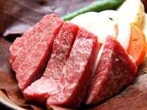 夕食ステーキコースの一例。ボリューム満点!ぶ厚い飛騨牛をお好みの焼き具合でご堪能ください。
