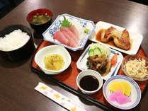 *【夕食一例】ボリューム満点の日替わり定食