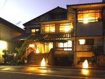旅館 寛(Hiro)の外観〔夜景〕の一例です。
