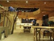 カフェとしてもお立ち寄りいただける1階スペースです。