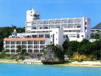 *沖縄美ら海水族館までは車で4分!立地◎の当館へぜひお越しください