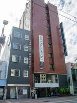 本館の岡山スクエアホテルと隣接しております。