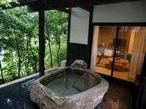 【露天風呂付き和室6畳】自然の中で入浴いつでも入れる露天風呂。全室浴槽は違います