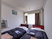 """*ツイン(客室一例)/""""寝るだけ""""の少々狭い客室ですが、その分お安くご宿泊いただけます◎"""