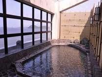 露天風呂からの景色は素晴らしい