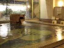 石を基調にした大浴場。夜は0:00まで朝は6:00からご利用いただけます。