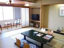 落ち着いた雰囲気のちょっと広めの現代和風造りの和室12,5畳