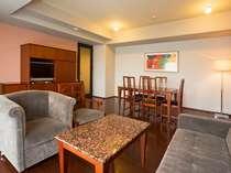 ■スイートルーム(一例)/72平米の客室に120cm幅のベッド1台、97cm幅のベッド1台を設置