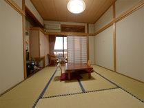 【お部屋一例】お部屋から海が望めます。全室トイレ・洗面付きです。