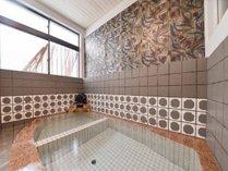 *男湯/源泉掛け流し、開湯600年の歴史ある日奈久温泉です。