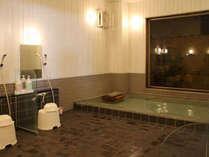 男性大浴場。ご利用時間16:00~24:00、6:00~09:00