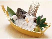 四季亭一番人気 「活黒そい姿造里つき 黄金の湯プラン」 さばきたてで鮮度抜群の黒そいをご堪能