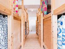 【女性専用ドミトリー】2段ベッドが4つ入った相部屋タイプ。女性専用の部屋なので安心!
