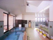 <大浴場>ご宿泊の方は、併設の銭湯を無料でご利用頂けます。