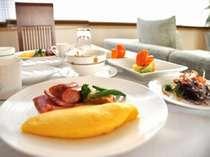 【朝食】キレイに並べられた食器で朝からステキなひとときを・・・(写真はイメージになります)