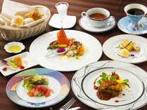 ■ディナー■牛の最高部位フィレを使用。フォアグラを用いたロッシーニやオマール海老など贅を極めたコース