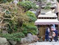 *【弁財天仲見世通り】江の島散策をおたのしみください。