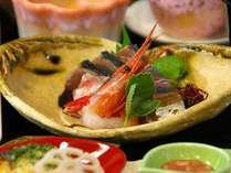 日本海の鮮度抜群のお刺身はぷりぷりな新鮮さと甘みが美味しい♪