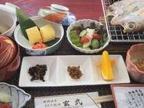 *朝食(一例)朝に落ち着く和食をご用意いたします。