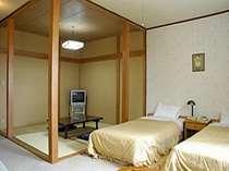 【和洋室】大きな窓で眺めの良いお部屋でトイレも付いているので年配の方も安心!
