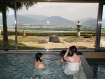 眺めは最高!!ゆっくりお風呂につかり景色をご覧ください。