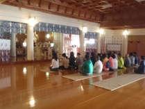 宿泊すると朝拝体験にも参加できます。朝の清らかな空気の中、体中にパワーを取り込みましょう♪,愛媛県,石鎚神社会館