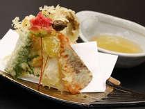 季節の食材を天ぷらに致します。