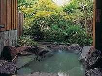 露天風呂付1間タイプの露天風呂一例