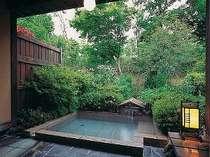 露天風呂付2間タイプの露天風呂一例