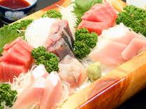 新鮮魚介のお刺身は女将が厳選した旬の魚を使用しています!
