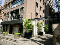 不動産会社 東邦ハウジングの裏がホテルの入口です。