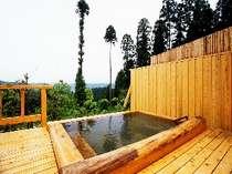 [写真]社長自慢の手作り露天風呂。絶景を独り占めできる至福の時をあなたも是非!