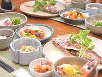島の旬の食材をご用意しておまちしております。夕食メニューです。