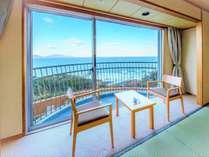 【夕陽側・和室8畳】玄界灘を一望できる心やすまる和の空間です。トイレ付 。
