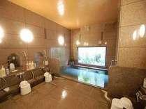 旅人の湯【入浴時間】15:00~2:00 / 5:00~10:00。大きなお風呂のラジウム人工温泉をご用意♪