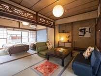 2階の居間とベッドルーム