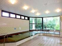 100%天然鉱泉のお湯は薬効が高いと評判!見内外かも沢山のお客様が来られますよ。