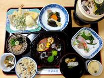 【夕食一例】地産地消を意識した、地元の食材や旬の食材を使った手作りの会席コースをご用意!
