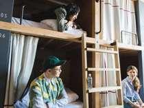 【SHARED ROOMS】ドミトリータイプ(相部屋)の客室は、プライベート空間重視ので、ひとり旅でも安心♪