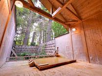*露天風呂「こもれびの湯」/やわらかな木漏れ日とともに癒しのひと時を。