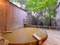 """*露天風呂「大樹の湯」/当館シンボル""""樅の木""""が心地よさを更に演出。"""